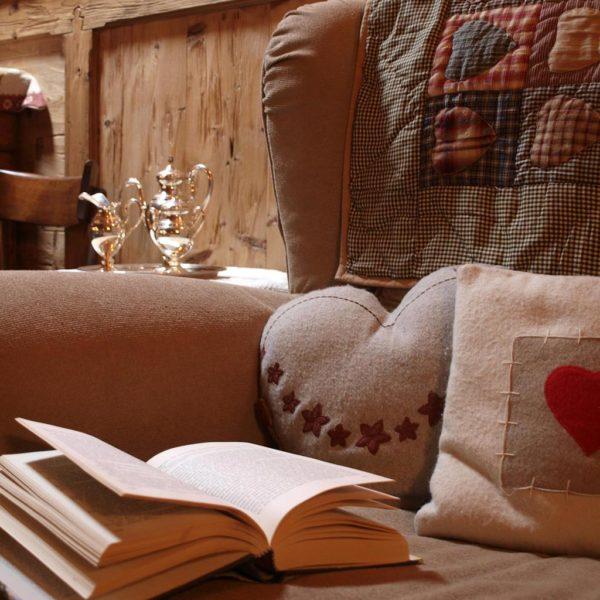 Libero accesso alla libreria dell'hotel e all'utilizzo dei libri e dei profumi in camera